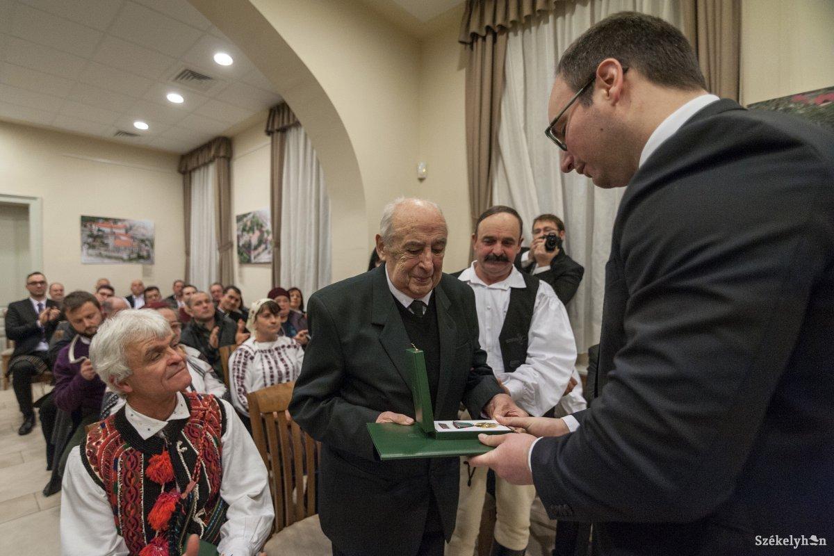 A Magyar Arany Érdemkeresztje kitüntetésben részesült Bencző Dénes nyugalmazott lelkész