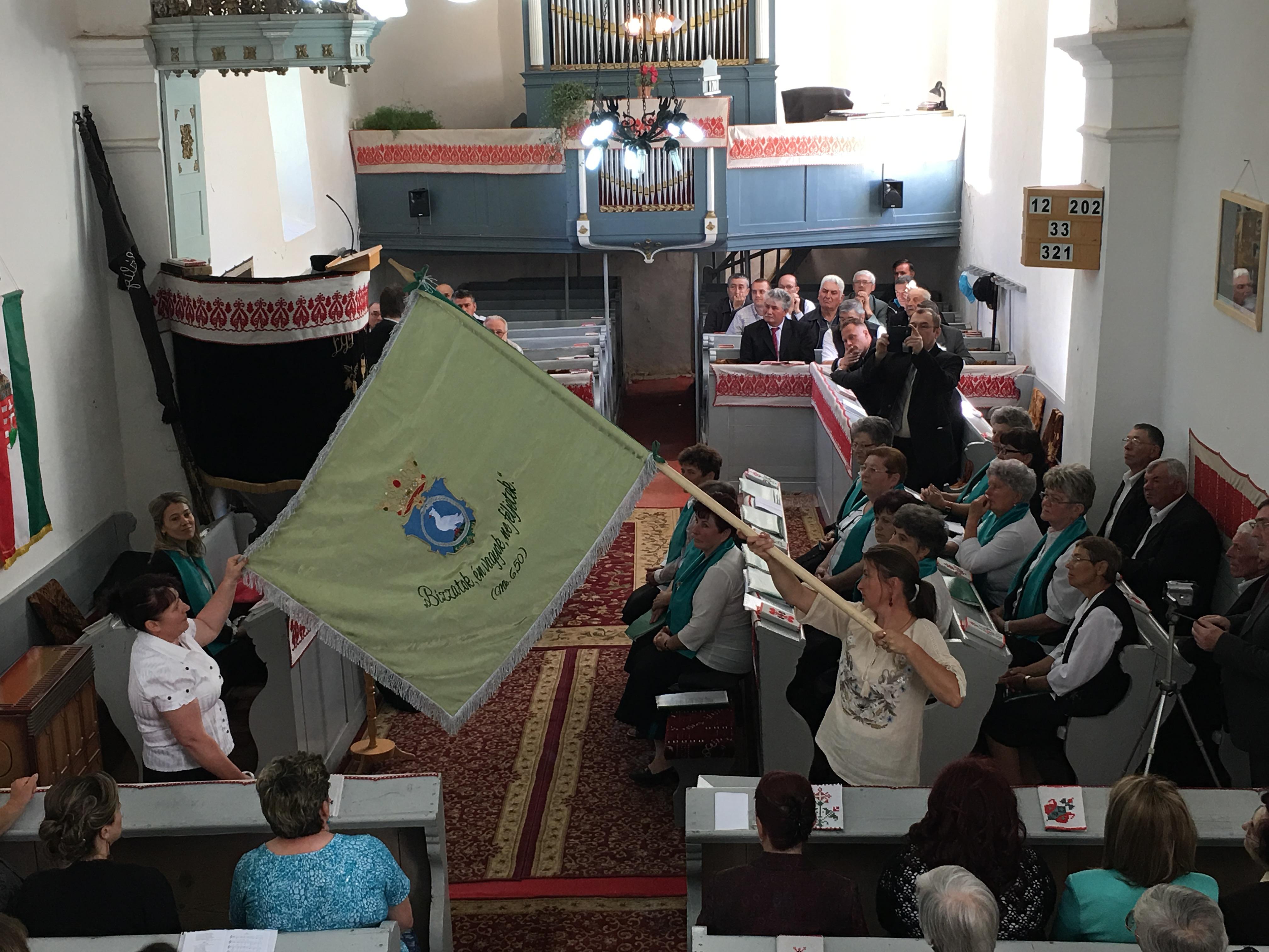 Zászlószentelő ünnepély Szabédon