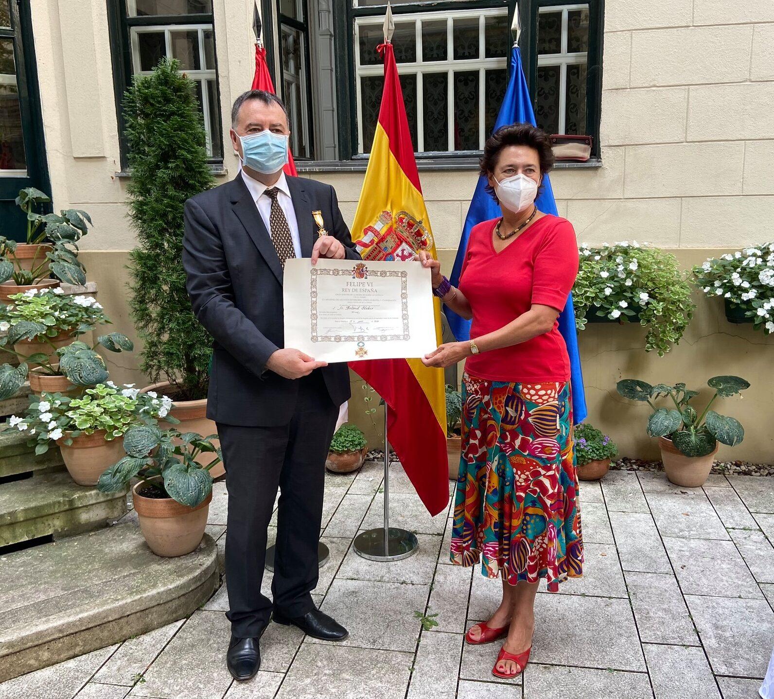 A spanyol király kitüntette Elekes Botond főigazgatót, egyházkerületünk főgondnokát