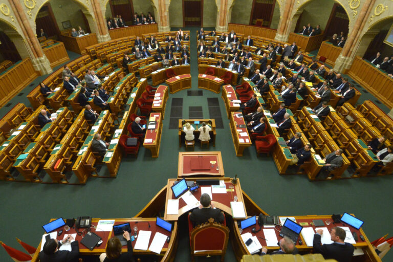 2018.02.20. Plenális, 1568. tordai vallásügyi törvény jele ...